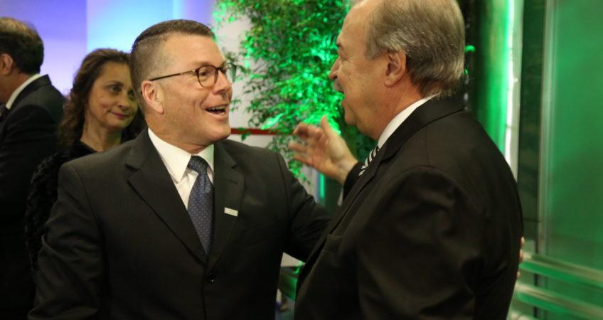 Walter Rauen (BOMAG Marini ) cumprimenta novo presidente Gilberto Porcello Petry